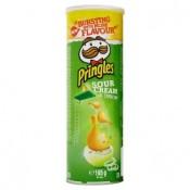 Pringles Křupavý pikantní snack s příchutí kyselé smetany a cibule 165g